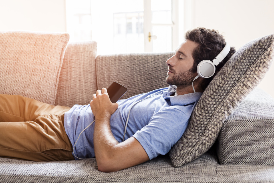 Man-Sleeping-With-Headphones